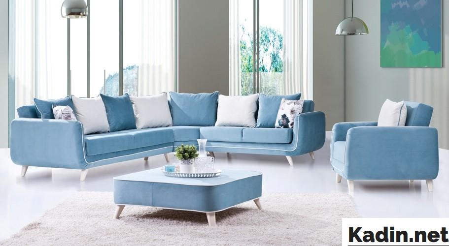 mavi beyaz koltuk takimi dekorasyonu
